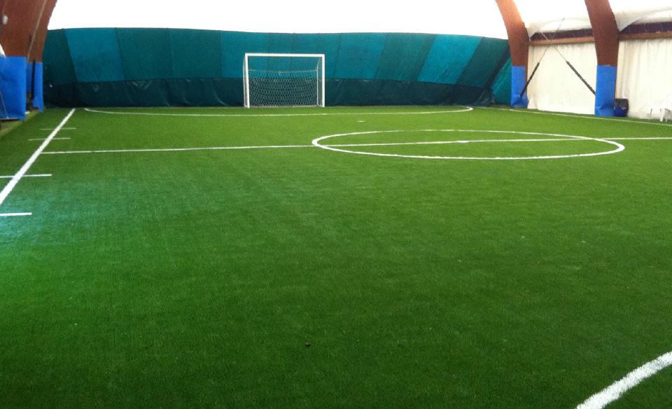 Costruzione campi da calcio in erba sintetica