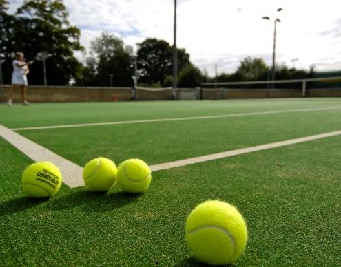 Campi da tennis in erba artificiale